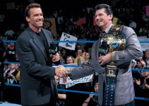 [Video] La WWE recordó el golpe de Arnold Schwarzenegger a Triple H