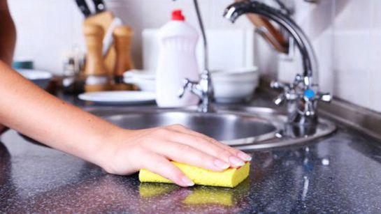 ¡Tu esponja de cocina tiene más gérmenes de los que crees!