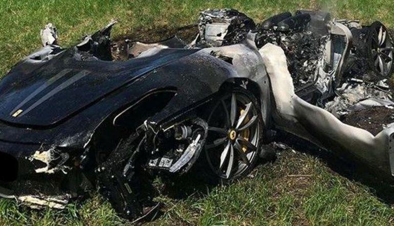 Un Ferrari queda totalmente destruido apenas una hora después de ser comprado