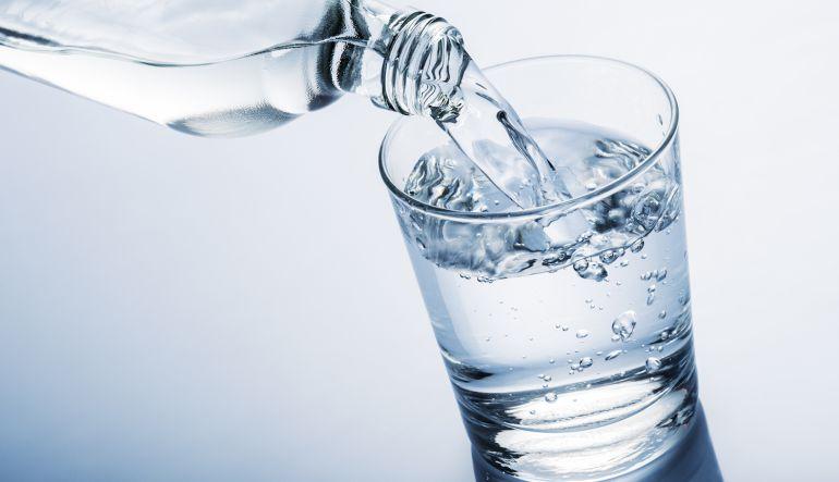 ¿Sabías que puedes congelar una botella de agua en un instante?