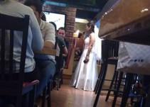 Novia plantada en el altar pide que brinden con ella en restaurante de Morelos