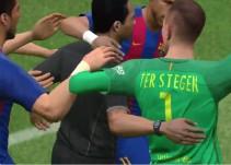 Árbitro celebra gol con jugadores del Barcelona ¡en un videojuego!