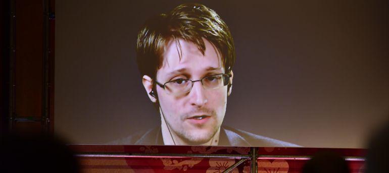"""""""Tenemos mucho que perder cuando el gobierno redefine nuestros derechos"""": Edward Snowden"""