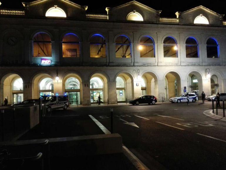 Evacúan estación de trenes de Nimes en Francia por presencia de hombres armados