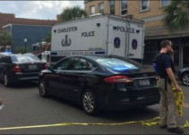 Tirador retiene a varios rehenes en restaurante de Charleston