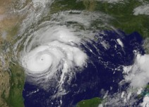 Harvey se intensifica a categoría 4; tocará tierra en Texas