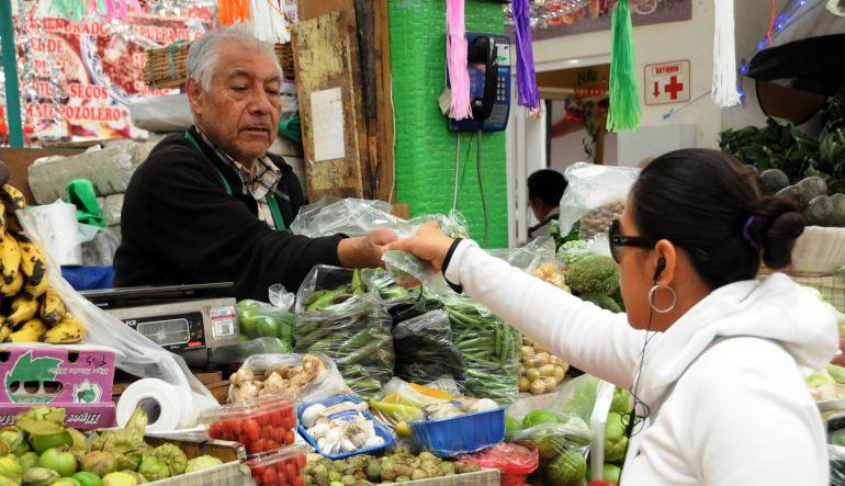 Los abuelos en México siguen trabajando porque no les alcanza para el retiro