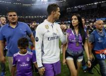 CR7 publica primera foto con Georgina Rodríguez y sus tres hijos