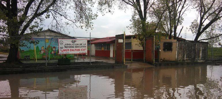 Por lluvias suspenden clases en cuatro municipios de Michoacán