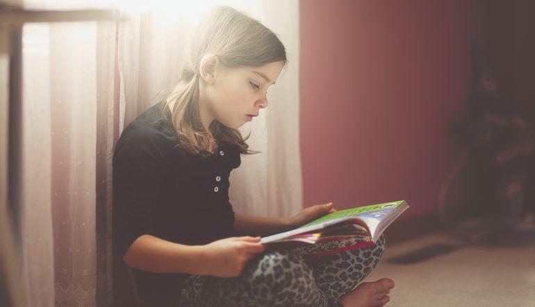 Madre utiliza ingenioso método para incentivar la lectura en sus hijos