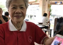 Anciana de 84 años a punto de capturar todos los pokémon