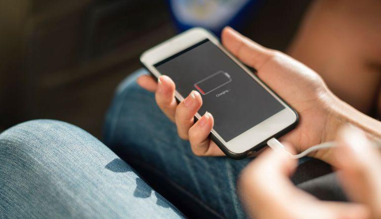 Pasos para cargar tu celular sin electricidad