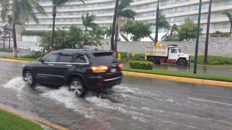 clima, Max, Acapulco: Max sube a huracán categoría 1
