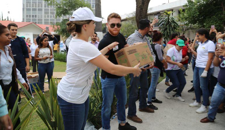 """""""Canelo"""" Álvarez dona un millón de dólares en víveres"""