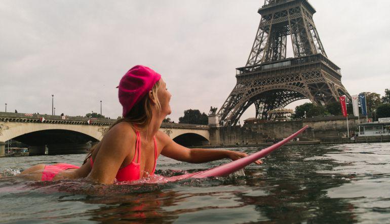 Donald Trump, Acuerdo de París: Activista hawaina surfeó en el río Sena en París por esta razón