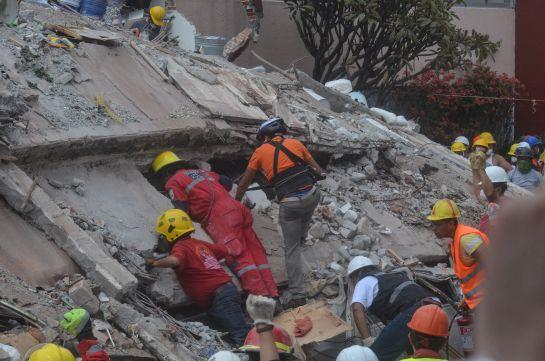 Van contra constructoras de 38 edificios dañados en Benito Juárez