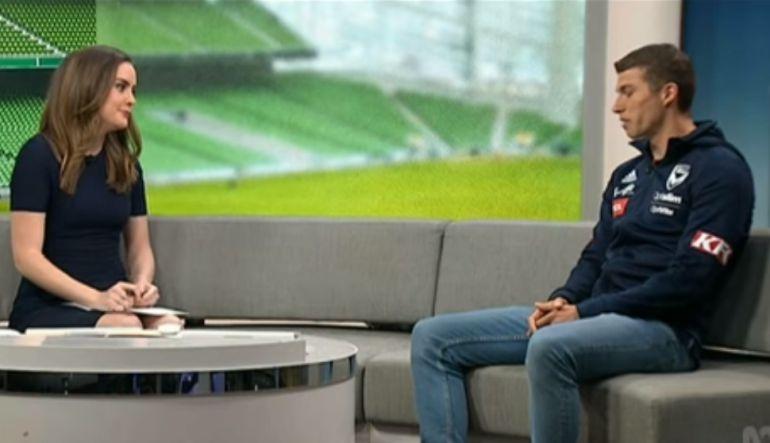 [Video] Futbolista sufrió ataque de pánico en entrevista en vivo