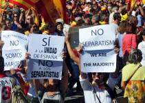 Masiva manifestación en Barcelona a favor de la Constitución y la unidad de España