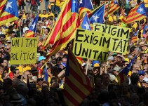 """""""Los catalanes son más tontos que los corsos"""" La polémica portada de Charlie Hebdo"""