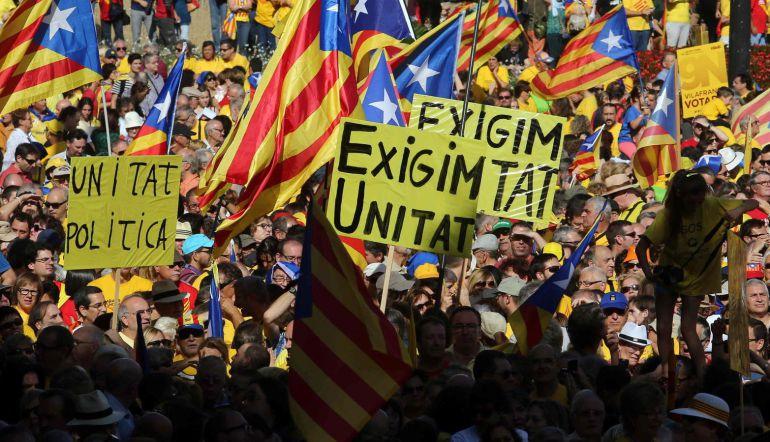 En su nueva portada Charlie Hebdo se burla de los independentistas catalanes