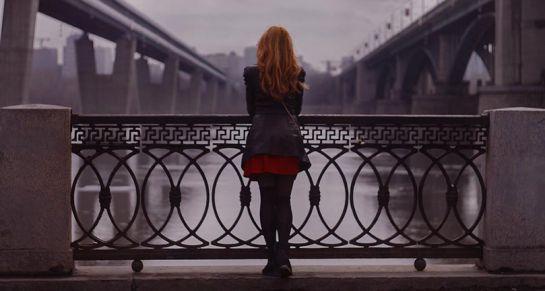 Taxista ruso no permitió que una mujer se lance desde un puente