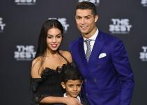 Novia de Cristiano Ronaldo presume su embarazo con foto familiar