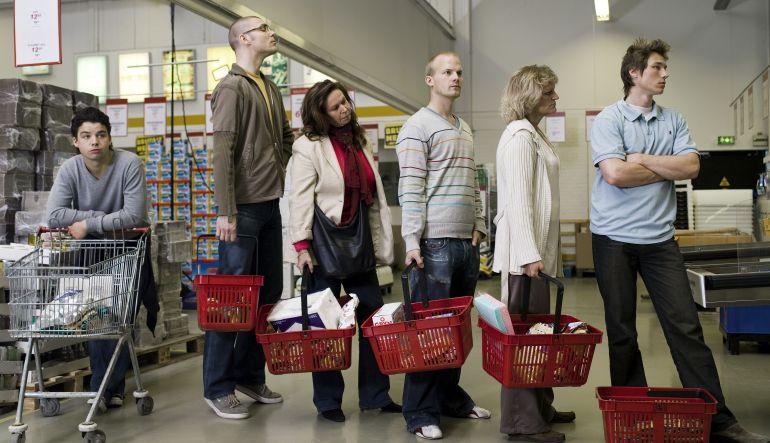 [Video] ¿Cómo saber cuál es la fila más larga del banco o supermercado?