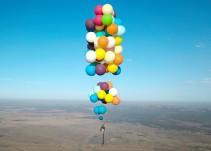 """Hombre se inspira en """"Up"""" y logra volar con 100 globos"""