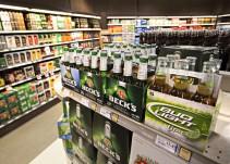 [Video] Hombre queda atrapado en refrigerador y se toma todas las cervezas