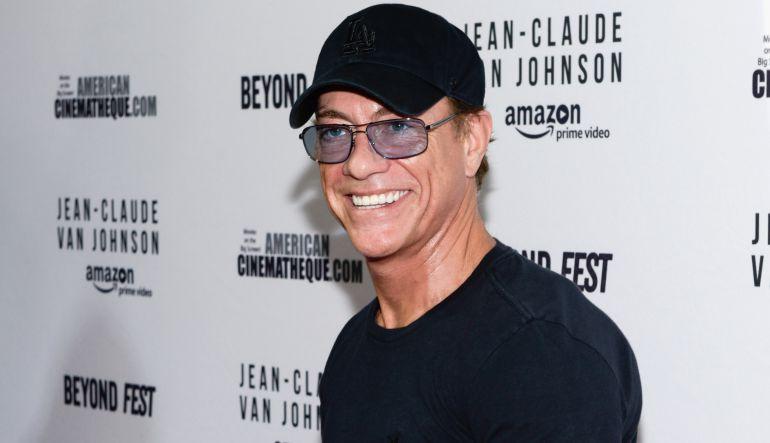 Facebook: [Video] Jean-Claude Van Damme recrea baile de su famoso meme