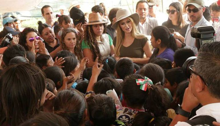 Paris Hilton: Paris Hilton visita a damnificados de Xochimilco