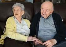 Anciana de 98 años se muda a asilo para cuidar a su hijo de 80
