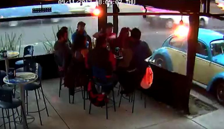 Muestran videos asalto a bar