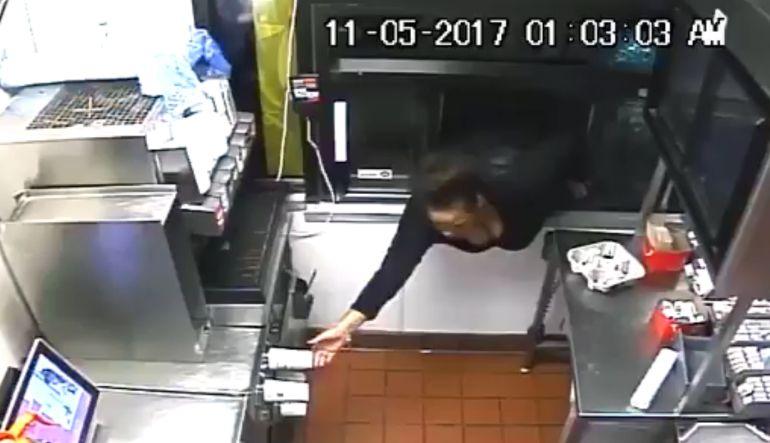 McDonald's: Mujer roba en un restaurante de comida rápida desde la ventanilla