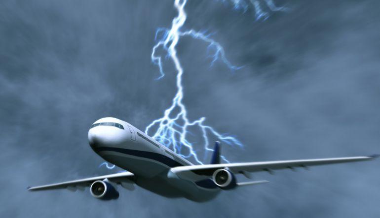 Viral: Rayo impacta a avión con destino a Perú
