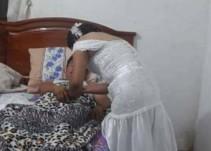 Enfermera deja su boda para ir a atender un paciente