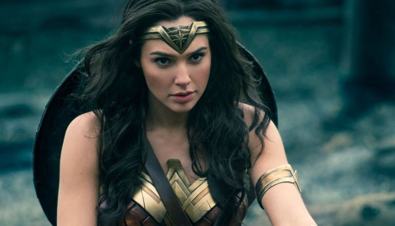 Justice League: [Video] La 'Mujer Maravilla' bailó salsa en plena gira de 'Justice League'