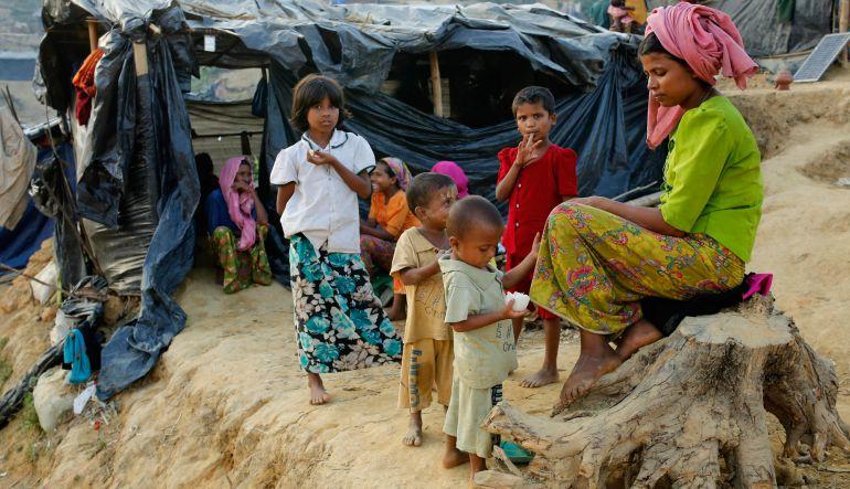 Bangladesh: Niños rohinyas refugiados en Bangladesh hacen dibujos a modo de terapia