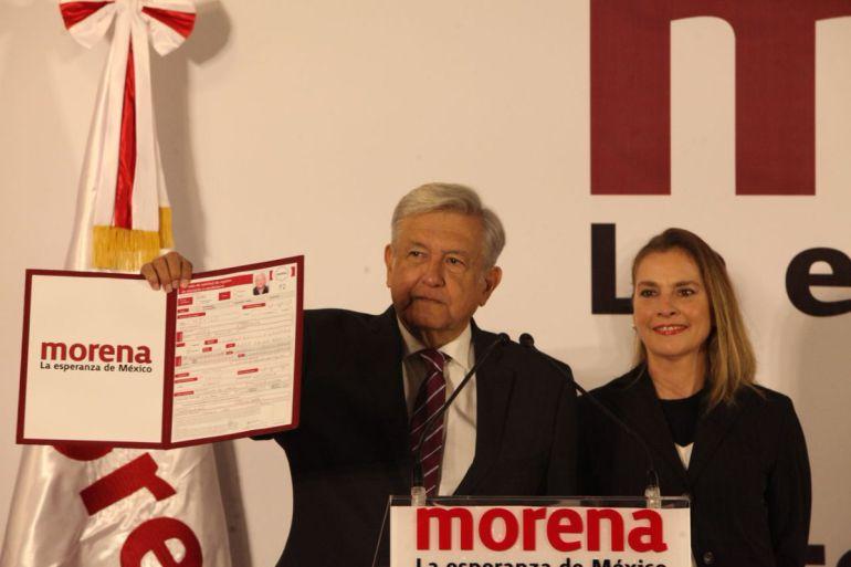 AMLO se registra como precandidato de Morena a la presidencia de la República