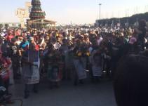 Padres de normalistas de Ayotzinapa acuden a la Basílica