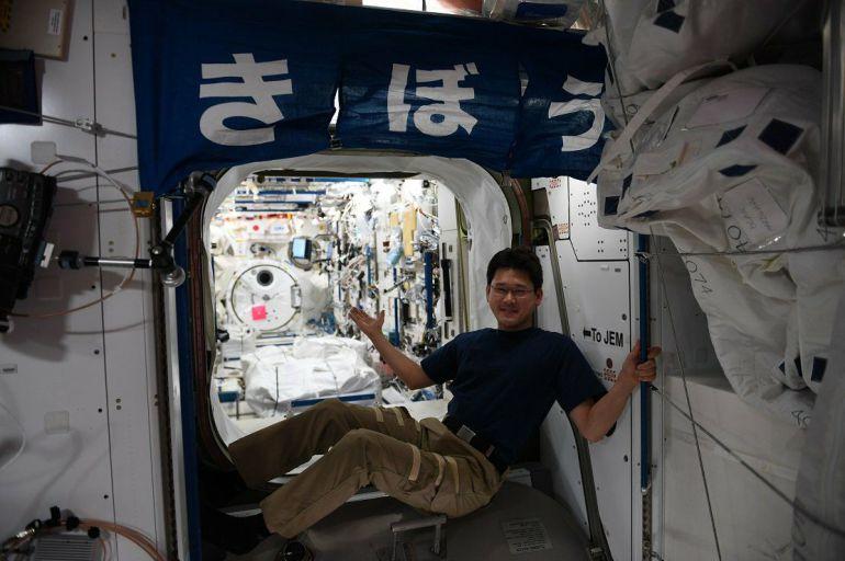 Astronauta Crece Espacio: Astronauta da 'el estirón'