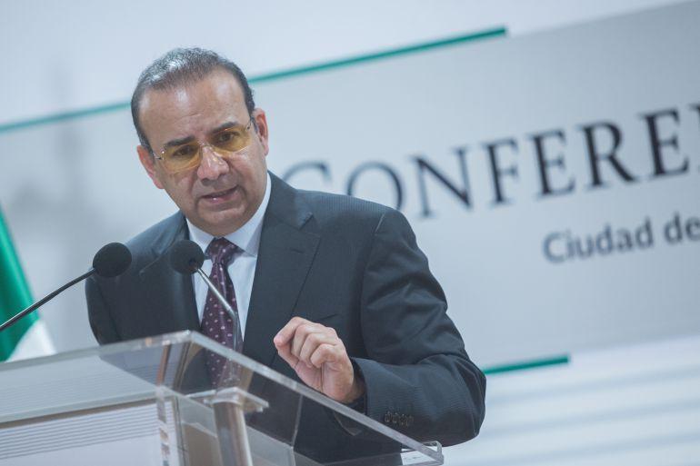 Navarrete Prida designa y ratifica funcionarios en su primer día en Bucareli