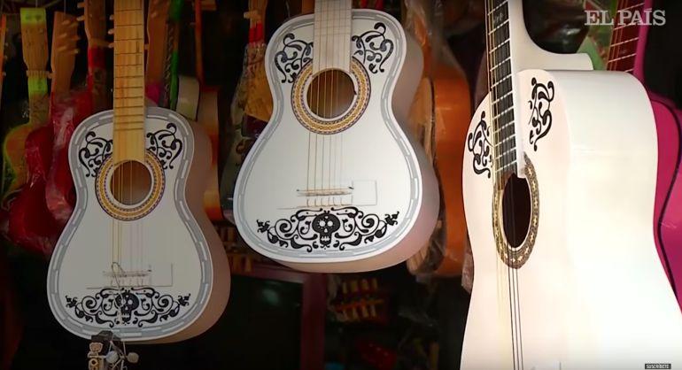 Coco, Paracho: En este pueblo de Michoacán se producen las guitarras con el diseño de Coco