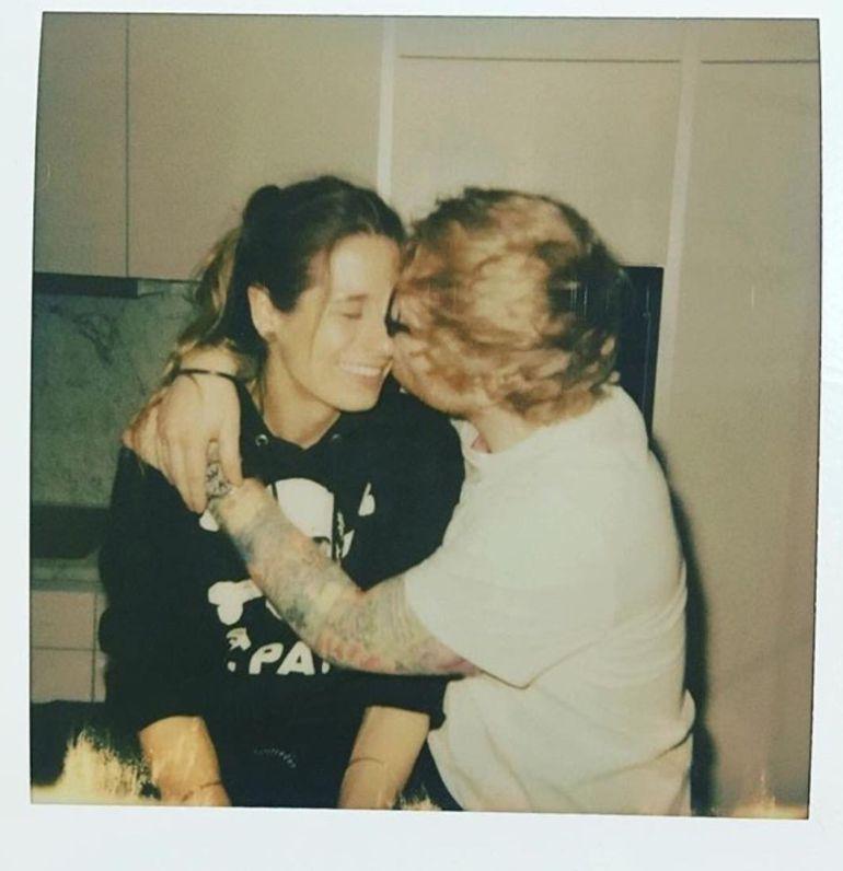 Ed Sheeran anunció que contraerá matrimonio con su novia Cherry Seaborn