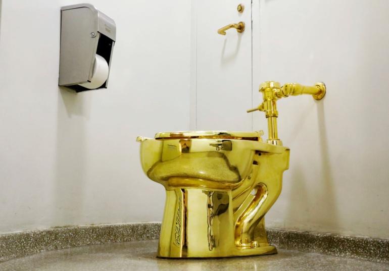 Museo ofrece excusado de oro a Donald Trump