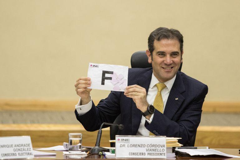 """INE, funcionario de casilla: Con """"F"""" de funcionario de casilla"""