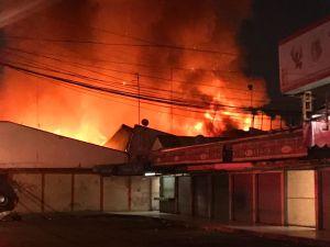 Mercado y supermercado se incendian en la CDMX