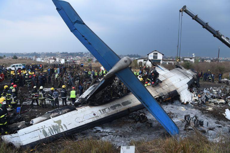 avión, Nepal: Avión se estrella en Nepal; hay 49 muertos