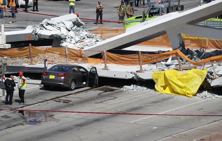 puente, Miami: Colapsa puente peatonal en Miami