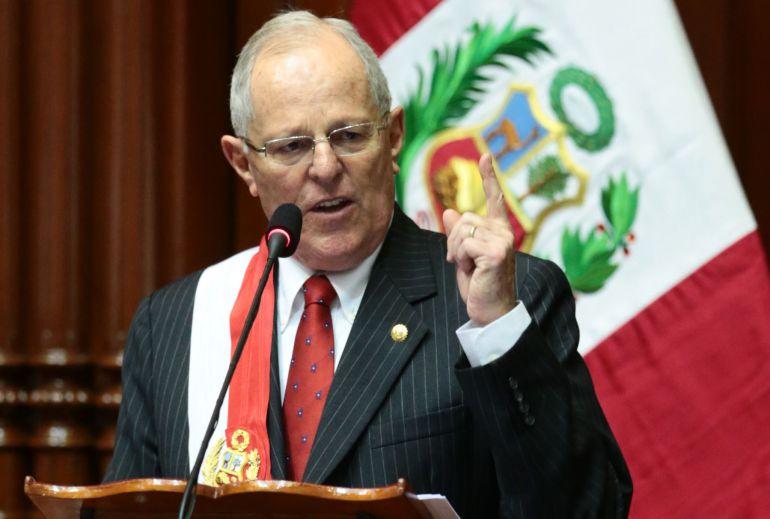 Kuczynski renuncia a la presidencia de Perú